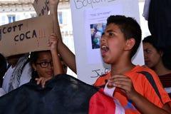 Μασσαλία, Γαλλία - 9 Αυγούστου 2014: Ο διαμαρτυρόμενος συλλέγει κατά τη διάρκεια μιας επίδειξης Στοκ εικόνα με δικαίωμα ελεύθερης χρήσης
