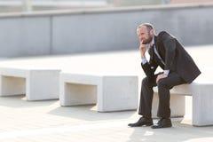 Ματαιωμένος επιχειρηματίας υπαίθριος στην πόλη Στοκ Εικόνα