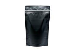 Ματ μαύρη σακούλα doypack με το φερμουάρ στο άσπρο υπόβαθρο στοκ εικόνες