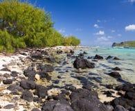 Μαυρίκιος. Καταμαράν κοντά στο νησί. Τροπικό τοπίο θάλασσας σε μια ηλιόλουστη ημέρα Στοκ φωτογραφία με δικαίωμα ελεύθερης χρήσης