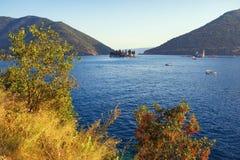 Μαυροβούνιο Όμορφη άποψη του κόλπου Kotor, αδριατική θάλασσα Στοκ Φωτογραφίες