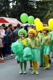 Μαυροβούνιο, Herceg Novi - 17 02 2016: Μαθητές από το τάγμα Orensky δημοτικών σχολείων στο mimosa κοστουμιών Στοκ Εικόνες