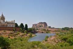 Μαυσωλείο Thada Jaswant και μεγαλοπρεπές οχυρό Mehrangarh που βρίσκονται στο Jodhpur, Rajasthan, Ινδία Στοκ Εικόνες