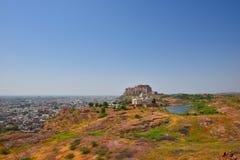 Μαυσωλείο Thada Jaswant και μεγαλοπρεπές οχυρό Mehrangarh που βρίσκονται στο Jodhpur, Rajasthan, Ινδία Στοκ φωτογραφία με δικαίωμα ελεύθερης χρήσης