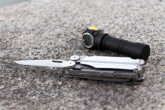 Μαχαίρι και φακός Στοκ φωτογραφία με δικαίωμα ελεύθερης χρήσης