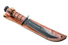 Μαχαίρι κυνηγιού με μια κάλυψη που απομονώνεται Στοκ Φωτογραφία