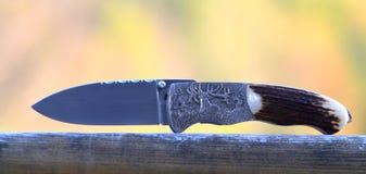 Μαχαίρι κυνηγιού με τη χάραξη ελαφιών Στοκ Εικόνα