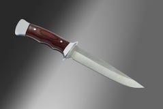 Μαχαίρι κυνηγιού στο μαύρο και γκρίζο υπόβαθρο Στοκ Εικόνες