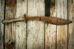 Μαχαίρι στον ξύλινο πίνακα Στοκ εικόνες με δικαίωμα ελεύθερης χρήσης