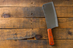 Μαχαίρι χασάπηδων στο ξύλινο υπόβαθρο Στοκ φωτογραφίες με δικαίωμα ελεύθερης χρήσης
