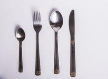 Μαχαιροπήρουνα που τίθενται το δίκρανο, το μαχαίρι και το κουτάλι που απομονώνονται με Στοκ Φωτογραφίες