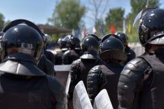 Μαχητές των ειδικών αστυνομικών μονάδων που οπλίζονται με τις ειδικές εγκαταστάσεις Στοκ εικόνες με δικαίωμα ελεύθερης χρήσης