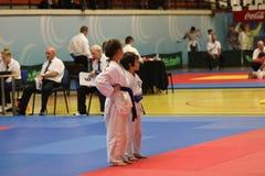 Μαχητές Jitsu Jiu με το διαιτητή στο ρουμανικό πρωτάθλημα, νεώτεροι, το Μάιο του 2018 στοκ φωτογραφία με δικαίωμα ελεύθερης χρήσης