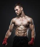 Μαχητής MMA που αποκτάται έτοιμος για την πάλη Στοκ εικόνα με δικαίωμα ελεύθερης χρήσης