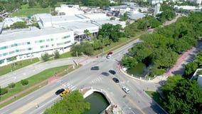Μαϊάμι, Φλώριδα, ΗΠΑ - τον Ιανουάριο του 2019: Εναέρια πτήση άποψης πανοράματος κηφήνων πέρα από το κέντρο της πόλης παραλιών του απόθεμα βίντεο