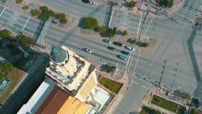 Μαϊάμι, Φλώριδα, ΗΠΑ - το Μάιο του 2019: Εναέριος πυροβολισμός του Μαϊάμι κεντρικός Πύργος της Ελευθερίας και λεωφόρος Biscayne ά απόθεμα βίντεο