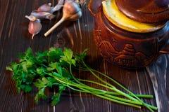 Μαϊντανός και ένα δοχείο του κρέατος Στοκ Φωτογραφίες