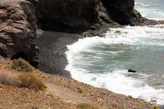 Μαύρα άμμος και βότσαλο στις παραλίες Playas Papagayo, νησί Lanzarote, Ισπανία Στοκ Εικόνες