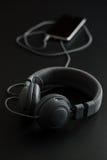 Μαύρα αναδρομικά ακουστικά Στοκ Φωτογραφίες