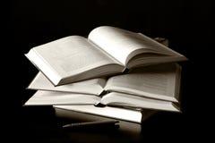 μαύρα βιβλία ανασκόπησης στοκ εικόνα