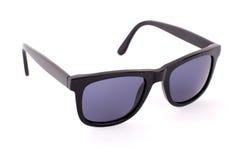 Μαύρα γυαλιά ηλίου που απομονώνονται σε ένα άσπρο υπόβαθρο Στοκ φωτογραφία με δικαίωμα ελεύθερης χρήσης