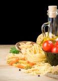 μαύρα ζυμαρικά συστατικών τροφίμων στοκ φωτογραφία
