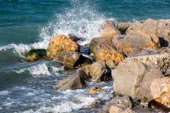 μαύρα θερινά κύματα θάλασσας της Κριμαίας Στοκ Εικόνες