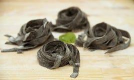 Μαύρα ιταλικά ζυμαρικά, tagliattelle nera Στοκ φωτογραφία με δικαίωμα ελεύθερης χρήσης