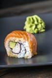 μαύρα καθορισμένα καλυμμένα σούσια ιαπωνικός παραδοσιακός τροφίμων Στοκ Φωτογραφία
