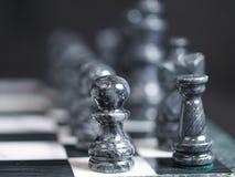μαύρα κομμάτια σκακιού στοκ φωτογραφία