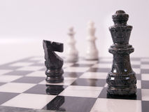 μαύρα κομμάτια σκακιού στοκ εικόνες