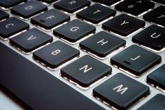 Μαύρα κλειδιά με το διαστημικό κλειδί στο πληκτρολόγιο υπολογιστών Στοκ Εικόνες