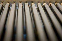 Μαύρα μολύβια στο κιβώτιο μετάλλων Στοκ εικόνες με δικαίωμα ελεύθερης χρήσης