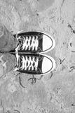 Μαύρα πάνινα παπούτσια Στοκ Εικόνες