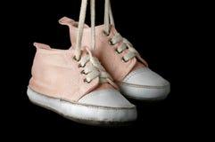 μαύρα παπούτσια ανασκόπησης μωρών Στοκ Φωτογραφίες