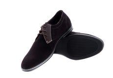 Μαύρα παπούτσια ατόμων δέρματος διπλωμάτων ευρεσιτεχνίας που απομονώνονται στο λευκό Στοκ φωτογραφίες με δικαίωμα ελεύθερης χρήσης