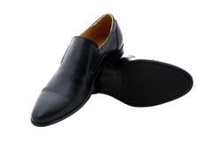 Μαύρα παπούτσια ατόμων δέρματος διπλωμάτων ευρεσιτεχνίας που απομονώνονται στο λευκό Στοκ Εικόνες