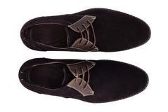 Μαύρα παπούτσια ατόμων δέρματος διπλωμάτων ευρεσιτεχνίας που απομονώνονται στο λευκό Στοκ Φωτογραφίες