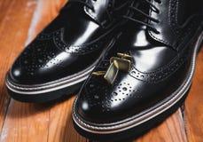 Μαύρα παπούτσια με τη μανσέτα Στοκ εικόνες με δικαίωμα ελεύθερης χρήσης