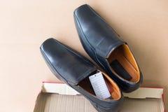Μαύρα παπούτσια φορεμάτων δέρματος ατόμων ` s Στοκ Εικόνα