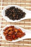 Μαύρα πιπέρι και τσίλι Στοκ εικόνα με δικαίωμα ελεύθερης χρήσης