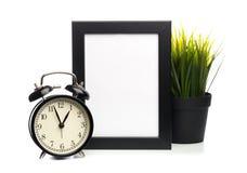 Μαύρα πλαίσιο και ρολόι φωτογραφιών που απομονώνονται στο άσπρο υπόβαθρο, εγκαταστάσεις πίσω στοκ φωτογραφία με δικαίωμα ελεύθερης χρήσης