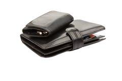 Μαύρα πορτοφόλια δέρματος με τις πιστωτικές κάρτες και τα πλήκτρα Στοκ φωτογραφία με δικαίωμα ελεύθερης χρήσης