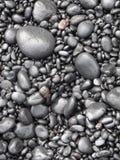 Μαύρα χαλίκια στο δρόμο στη Hana, Maui Στοκ εικόνα με δικαίωμα ελεύθερης χρήσης