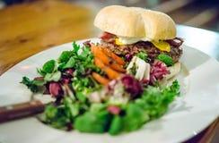 Μαύρα burgers του Angus Στοκ εικόνα με δικαίωμα ελεύθερης χρήσης