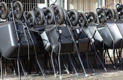 Μαύρα wheelbarrows Στοκ εικόνα με δικαίωμα ελεύθερης χρήσης