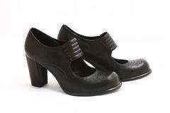 μαύρες απομονωμένες λευκές γυναίκες παπουτσιών Στοκ Φωτογραφία