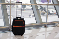 Μαύρες αποσκευές στο τερματικό αερολιμένων Στοκ φωτογραφίες με δικαίωμα ελεύθερης χρήσης