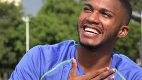 Μαύρες αρσενικές σοβαρές και ευτυχείς συγκινήσεις αθλητών φιλμ μικρού μήκους