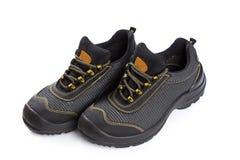 Μαύρες λειτουργώντας μπότες με το κίτρινο νήμα στο λευκό Στοκ Εικόνες